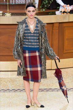 Sfilata Chanel Parigi - Collezioni Autunno Inverno 2015-16 - Vogue