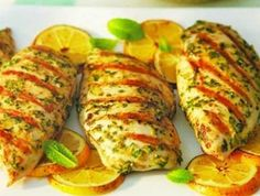 Switch out the sodium and opt for this classic grilled chicken recipe packed with fresh herbs and spices! Healthy Food Options, Healthy Chicken Recipes, Low Carb Recipes, Cooking Recipes, Clean Eating, Healthy Eating, Lemon Garlic Chicken, How To Eat Paleo, Light Recipes