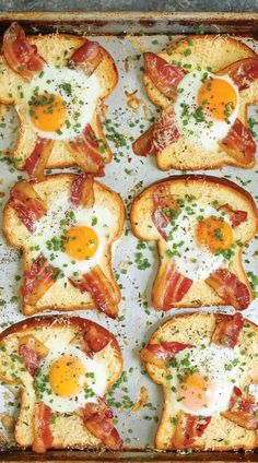 10 Healthy And Quick Breakfast Recipes – Wandernity Tired of eating toast for breakfast every day? Try these fresh ideas for easy to make and versatile breakfast. Keep it interesting and healthy! Fast Food Breakfast, Breakfast And Brunch, Vegetarian Breakfast Recipes, Egg Recipes For Breakfast, Breakfast Ideas, Brunch Recipes, Breakfast Dishes, Simple Healthy Breakfast Recipes, Recipes For Eggs
