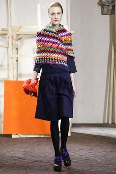 Daniela Gregis Ready To Wear Fall Winter 2014 Milan Crochet Scarves, Crochet Shawl, Crochet Clothes, Knit Crochet, Live Fashion, All About Fashion, Crochet Capas, Mode Crochet, Fashion News