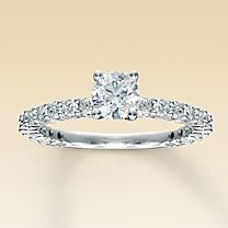 I'm in love with this style of ring!