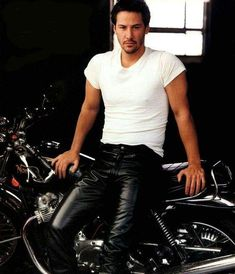 Men Star - Famous, Hot, Sexy and Gorgeous Celebrity Men Keanu reeves Annie Leibovitz, Motard Sexy, Stars D'hollywood, Actrices Sexy, Keanu Charles Reeves, Hommes Sexy, Raining Men, Good Looking Men, Famous Faces