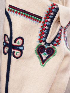 Górale Spiscy (haft - wersja Jurgowska) < https://de.pinterest.com/ElderMountain/embroidery-balkan-slavic/