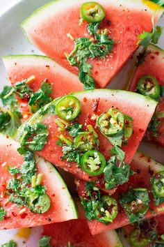 Are you guys ready for this insanely delicious spicy watermelon salad with cilantro and lime! It's spicy, sweet, a little bit salty and doused in a super lime-y dressing for the ultimate watermelon salad experience - refreshing and FULL of summer flavor! Clean Eating Snacks, Healthy Snacks, Healthy Eating, Healthy Recipes, Watermelon Salad, Watermelon Recipes, Watermelon Slices, Fruit Salad, Gastronomia