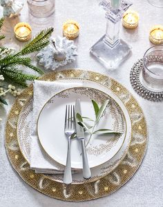 Add opulent glamour to your Christmas table with Winter Palace. For dinnerware worth keeping on display, our contemporary Willow plates are simple yet elegant, and continue the theme effortlessly throughout every course. Magical Christmas, Christmas Mood, Simple Christmas, Christmas And New Year, All Things Christmas, Christmas 2017, Christmas Ideas, New Years Decorations, Christmas Decorations