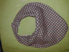 babero/pañuelo para los peques mas molones. www.popychia.es