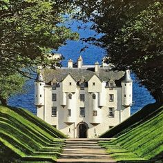 Dunbeath castle in Scotland Beautiful Castles, Beautiful Buildings, Beautiful World, Beautiful Places, Scotland Castles, Scottish Castles, Oh The Places You'll Go, Places To Travel, Places To Visit