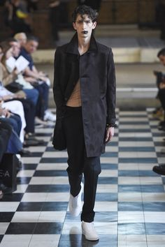 See the complete Matthew Miller Spring 2018 Menswear collection.