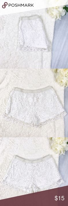 Mossimo White Lace Shorts Mossimo White Lace Shorts  Size M Good Used Condition Perfect for summer! Soft jersey material on the inside  **Mild piling on the inside   Feel free to ask for measurements! Mossimo Supply Co. Shorts