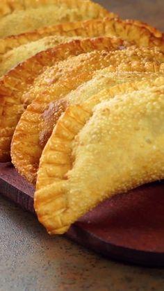 Aubergines with curry - Healthy Food Mom Kitchen Recipes, Gourmet Recipes, Cooking Recipes, Cooking Eggs, Empanadas Argentinas Recipe, Good Food, Yummy Food, Low Carb Dinner Recipes, Carne Asada