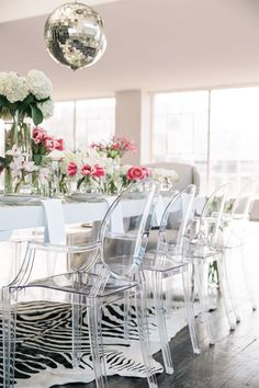 loving these 'ghost' clear chairs Decorating with lucite furniture — The Decorista Lucite Furniture, Acrylic Furniture, Lucite Chairs, Furniture Ideas, Acrylic Chair, Leather Furniture, Furniture Stores, Luxury Furniture, Office Furniture
