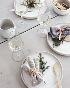 The Minimalist's Guide to Chic Holiday Decorating | TheNest.com