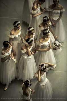 Find images and videos about beautiful, dance and ballet on We Heart It - the app to get lost in what you love. Ballerina Dancing, Ballet Dancers, Ballerinas, Shall We Dance, Just Dance, Dance Like No One Is Watching, Ballet Photography, Ballet Beautiful, Beautiful Mess