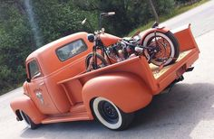 Living the dream Classic Pickup Trucks, Old Pickup Trucks, Hot Rod Trucks, Cool Trucks, Chevy Trucks, Gm Trucks, Harley Davidson Custom Bike, Harley Davidson Images, Hot Rod Pickup