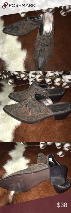 ⚜ROPER FASHION BOOT MULE⚜ In GREAT CONDITION ! Roper brand chocolate brown boot mule with lighter color brown inlay. Faux leather. Roper Shoes Mules & Clogs