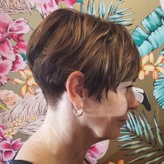Textured cutting incorporating slicing, feathering, channel cutting and surface light colour work for maximum colour exposure with minimal demarcation lines!  #theradicalhairdesign @hairbyjesssafajou