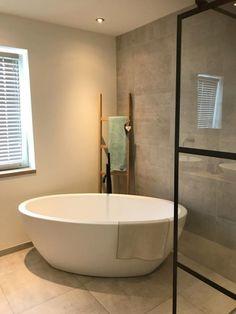 Modern Cottage, Bathroom Goals, Little Houses, Beautiful Bathrooms, New Room, Bathroom Inspiration, Bathroom Interior, Master Bathroom, New Homes
