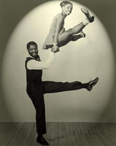 African American Dance Culture: The Lindy Hop; When The African Americans Created The Famous Dance Steps The World Including Elvis Presley Was A All Shook Up! Lindy Hop, Swing Dancing, Swing Dance Moves, Ballroom Dancing, Ballroom Dress, Shall We Dance, Lets Dance, Bailar Swing, Jazz