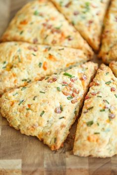 Ham and Cheese Scones - Easy peasy ham and cheddar scones perfect for any time of day - perfect as breakfast, snack-time, appetizer or with a bowl of soup! Breakfast Buffet, Breakfast Snacks, Breakfast Recipes, Grab And Go Breakfast, Cheese And Chive Scones, Ham And Cheese, Cheddar, Pork Recipes, Cooking Recipes