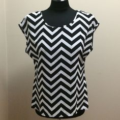 Black and White Chevron Top Chevron print top in black and white. Perfect for work. Tops Blouses