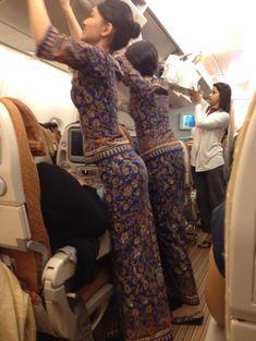 【シンガポール】シンガポール航空客室乗務員/Singapore Airlines Cabin crew【Singapore】 Airline Cabin Crew, Airline Uniforms, Military Women, Commercial Aircraft, Batik Dress, Rock Outfits, Beautiful Girl Indian, Flight Attendant, India Fashion