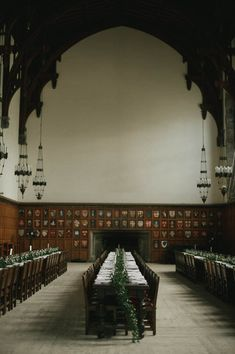 major harry potter vibes in this hart house wedding with long harvest tables and vine table runner Floral Wedding, Wedding Bouquets, Wedding Flowers, Wedding Blog, Wedding Venues, Wedding Photos, Toronto Winter, Hart House, Toronto Wedding