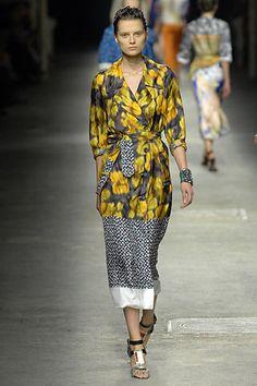 Dries Van Noten Spring 2008 Ready-to-Wear Fashion Show - Elena Melnik (SILENT)