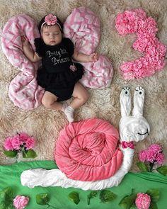Monthly Baby Photos, Newborn Baby Photos, Newborn Pictures, Baby Boy Newborn, Orbit Baby, Newborn Photography Poses, Newborn Baby Photography, Baby Monat Für Monat, Baby Girl Pictures