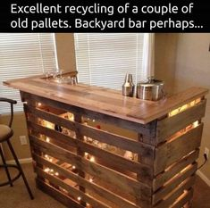 Recycled Bar from 2 old pallets. Recycled Bar from 2 old pallets. Bar Pallet, Palet Bar, Pallet Wine, Pallet Tables, Pallet Bar Plans, Pallet Beds, Outdoor Pallet Bar, Pallet Lounge, Pallet Sofa