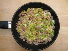 Slimming world Cabbage & Bacon Savoy Cabbage, Cabbage And Bacon, Slimming Eats, Slimming World Recipes, Diet Recipes, Cooking Recipes, Smoked Bacon, Bacon Bacon, How To Cook Eggs