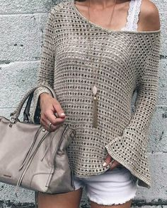 Summer Fashion Trends 2017 - open-knit bell jumper with . Summer Fashion Trends 2017 - open-knit bell jumper on interesting plans , Summer fashion trends 2017 - open knit bell sleeve slouchy sweater on pinter. Celebrity Style Dresses, Celebrity Fashion Outfits, Celebrity Style Casual, Celebrity Style Inspiration, Crochet Blouse, Crochet Top, Simple Crochet, Mode Crochet, Fashion Fail