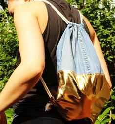 Handgenähte Turnbeutel bei Dawanda! #unique #handmade #reclaimed #turnbeutel #beutel #tasche #rucksack #seesack #nähen #sewing #twotone #bag #backpack #gold #blue #reclycle #old #jeans #upcycle #vintage #fashion #accessories #handbag #shopping #diy #denim #nautical #decor #design