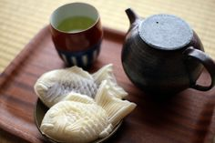 Commonly featured in Japanese anime, taiyaki is a fish-shaped Japanese pastry stuffed with either sweet bean or green tea filling.
