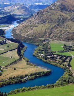 Kawarau River, Queenstown, New Zealand (by Peter Sundstrom)