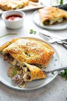 Switch things up with these easy Philly Cheese Steak Calzones for a satisfying dinner everyone will love! - Education and lifestyle Italian Recipes, Beef Recipes, Cooking Recipes, Recipies, Italian Cooking, Italian Dishes, Pizza Recipes, Cheese Calzone, Philly Cheese Steak Calzone Recipe
