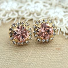 Pink blush Stud earrings Blush Pink Swarovski earrings door iloniti