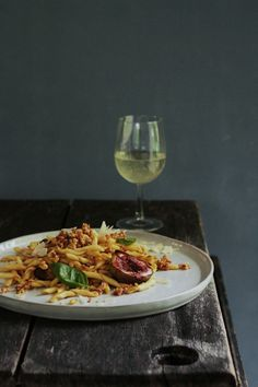 Fig pasta with a pancetta pine nut crumb – Byana