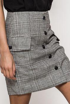 87e294d76585 Štýlová kockovaná mini sukňa s imitáciou gombíkov Stylus