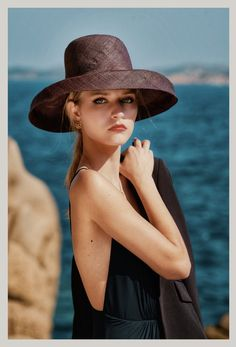 #anaschurmann #50s #style #oldschool #hairstyles #hats Old School, Hairstyles, Hats, Fashion, Haircuts, Moda, Hairdos, Hat, Fashion Styles