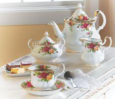 Royal Albert Old Country Roses Tea Setsnull