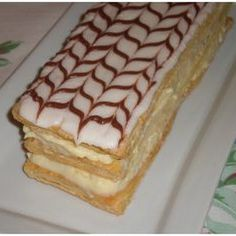 Napolean Pastry Recipe - - A Napolean is a dessert that consists of three layers of puff pastry alternating with two layers of pastry cream. The filling may also be whipped cream and sometimes. Napoleon Pastry, Napoleon Dessert, Napoleon Cake, British Desserts, Italian Desserts, Italian Pastries, French Pastries, Desserts Thermomix, Dessert Recipes