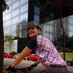 Ciclovia Faria Lima com muito estilo! Camiseta Yaathe ciclismo feminina.