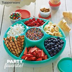 40 Awesome Ice Cream Party Ideas Planning an ice cream party? You need to see this list of over 40 awesome ice cream party ideas! From serving hacks to DIY decorations to creative treats and more, these are the best ice cream part… Taco Party, Snacks Für Party, Party Candy, Ice Cream Party, Ice Cream Theme, Bolo Rapunzel, Ice Cream Social, Best Ice Cream, Icecream Bar