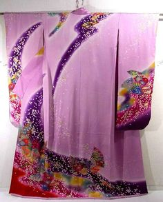 This is a glamorous Hon-Furisode Kimono for brides with butterfly of fan and 'sakura'(cherry blossom) design, which is dyed.