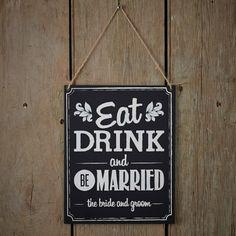 Eat, drink & be married! Wat moet je nog meer zeggen op je trouwdag? Dit bordje kan je écht overal ophangen : 's morgens vroeg bij het ontbijt, op de ceremonielocatie, in de feestzaal,...