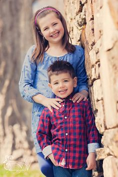 Family session. Location Photography. Ideas for kids. Posing children. Brother and sister. Photography. ©Ariel Hawkins Photography 2014