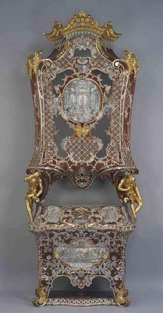 Cassettone doppiocorpo realizzato da Pietro Piffetti nel 1740 circa su committenza di Carlo Emanuele III di Savoia. Destinato in origine alla Reggia di Venaria è stato portato a Roma nel 1888 per volere della Regina Margherita (Palazzo del Quirinale)