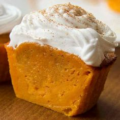 Pumpkin Pie Cupcakes These impossibly easy pumpkin pie cupcakes are amazing. They're beautiful and of course, irresistible.These impossibly easy pumpkin pie cupcakes are amazing. They're beautiful and of course, irresistible. Just Desserts, Delicious Desserts, Dessert Recipes, Yummy Food, Delicious Cupcakes, Mason Jar Desserts, Dessert Cups, Dessert Food, Dessert Ideas