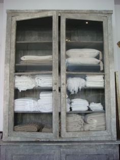 distressed look would be great for beach bathroom for towel storage