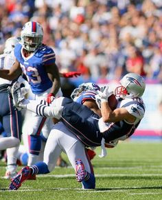 ORCHARD PARK, NY - SEPTEMBER 08: Danny Amendola #80 of the New England Patriots makes a a catch against the Buffalo Bills at Ralph Wilson Stadium on September 8, 2013 in Orchard Park, New York.New England won 23-21. (Photo by Rick Stewart/Getty Images)
